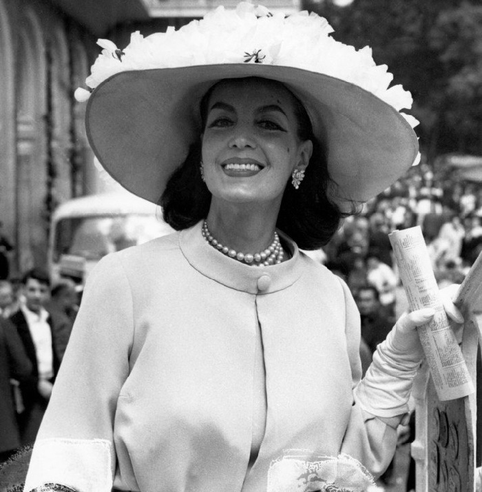 Stylish and beautiful Maria Felix
