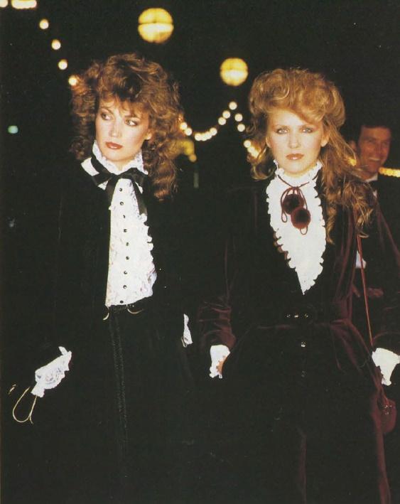 Velvet suits. Anglia, 1-1983