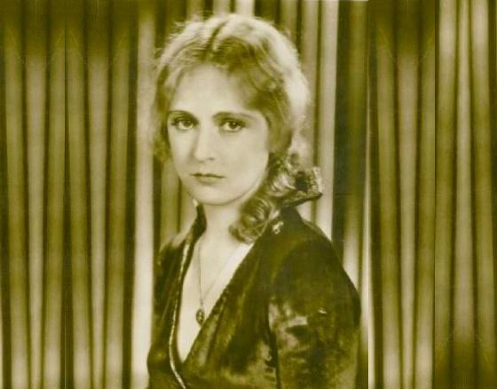 Vintage beauty Camilla Horn
