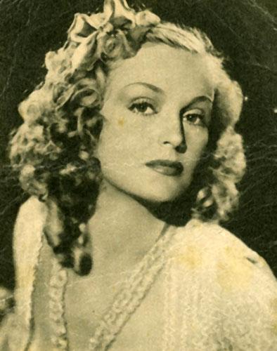 Vintage beauty Camilla Martha Horn