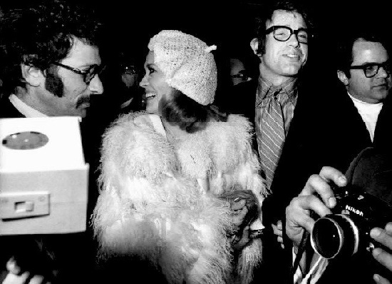 Warren and Faye attending the premiere of Bonnie and Clyde at the 'Moulin Rouge', Paris, 1968