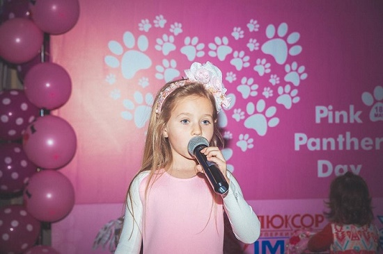Young singer on Pink Panther Day in Russia