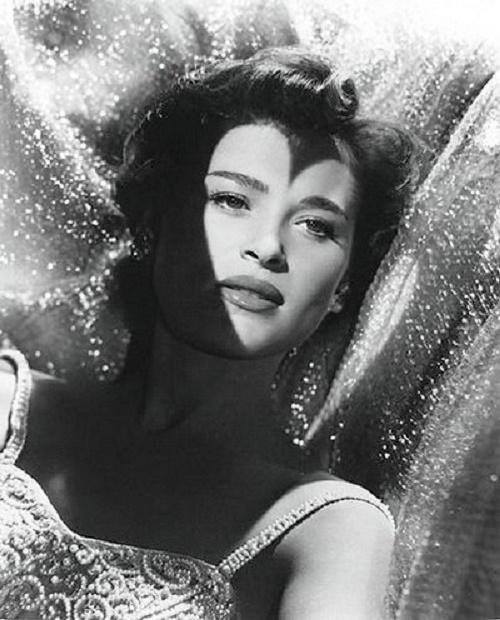 Born Bajla Węgier October 23, 1928, Bella Darvi